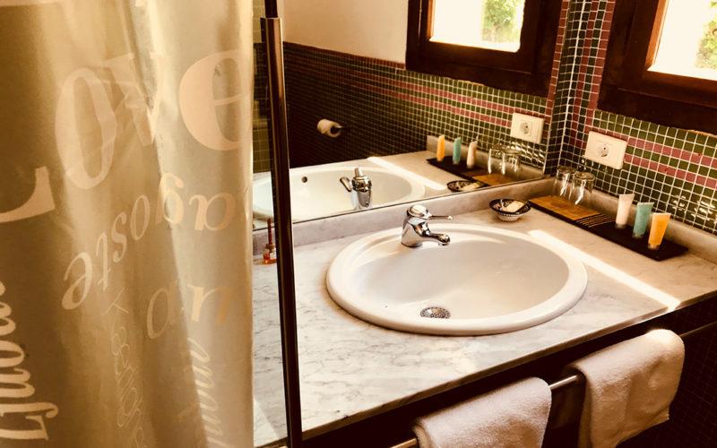posada-tollo-habitaciones-suite-baño