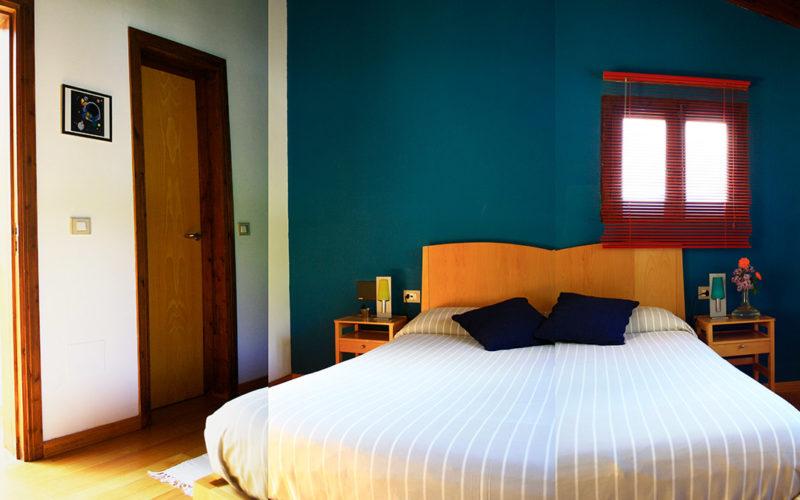 posada-tollo-habitaciones-suite-cama