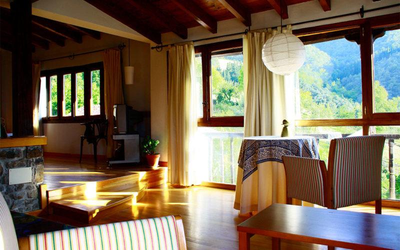 posada-tollo-habitaciones-suite-salon